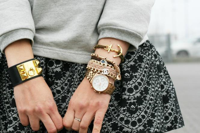 Золотые браслеты. Сочетание