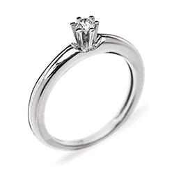 ... пропозицію руки та серця! Помолвочное кольцо с бриллиантом. Фото.  Помолвочное золотое ... 22f7d7b07859b